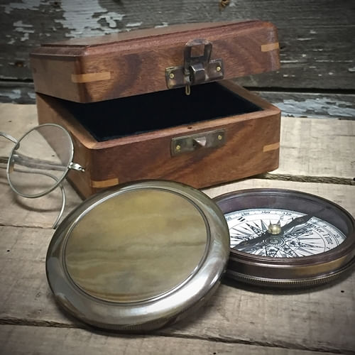 "Antiqued Brass Compass ""Second"""