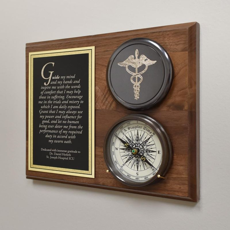 Healthcare-Compass-On-Plaque-11447