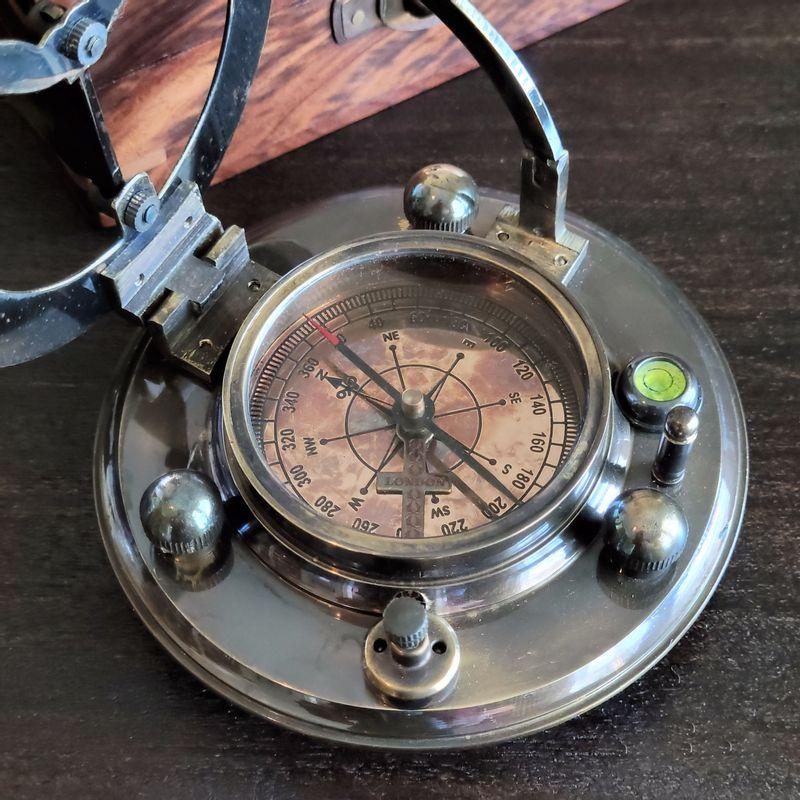 sundial-compass-alt-image-open